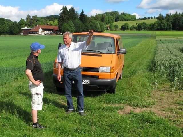 Helmut Bimek, Betriebsleiter des Oberen Lindenhofes, nimmt uns mit auf eine Besichtigungstour. Foto: Zenke
