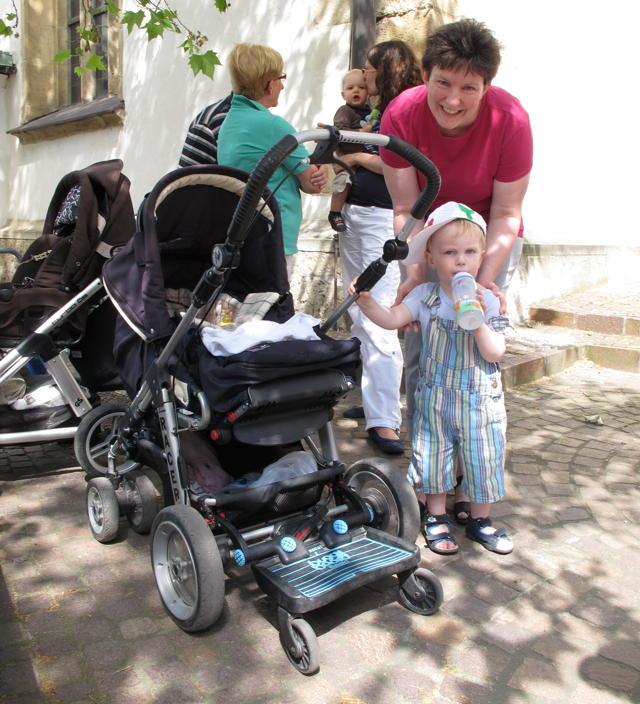 Alle zwei Wochen treffen sich Mütter mit ihren Jungs  oder Mädels zum Kleinkindergottesdienst in der Pfullinger Martinskirche. Danach gibt's Kaffee und Kekse. Foto: Zenke