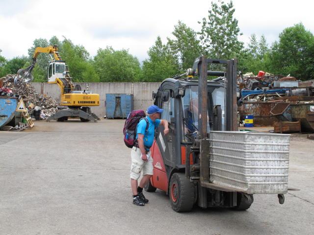Zeljko Popovic arbeitet im Schrotthandel. Foto: Zenke