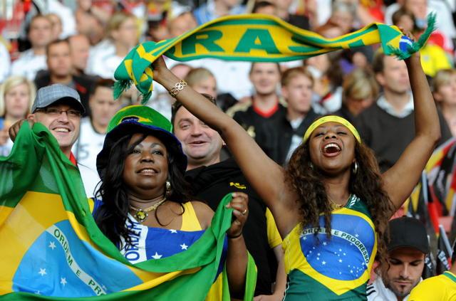 Echt begeisterungsfähig: Brasilianische Fußballfans. Foto: Marijan Murat/dpa