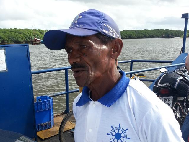 Manuel arbeitet auf der Fähre nach Santo André. Foto: Christoph Fischer