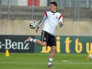 Mesut Özil ist kurz vor WM-Beginn noch nicht in Form gekommen. Foto: Federico Gambarini/dpa
