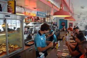 Das Personal trägt himmelblau. Foto: co