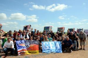 Die GEA-Lesergruppe auf der Cadillac-Ranch, Amarillo, Texas. Foto: co