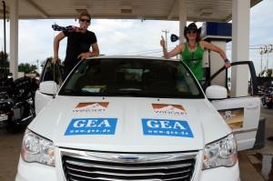 Ina und Jonas fahren den Passenger-Van. Foto: co