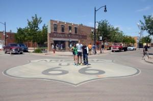 Wir stehen vor einer Ecke in Winslow/Arizona. Foto: co