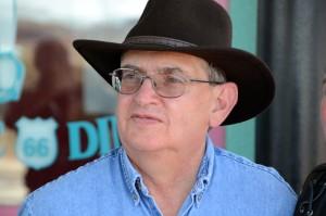 Jim Hinckley, Buchautor und Route-66-Spezialist, treffen wir in Kingman. Er signiert uns seine Bücher. Foto: co
