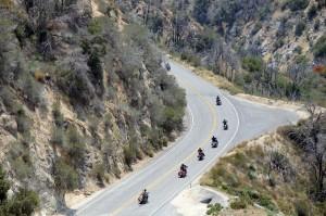 Kurvenorgie fuer Harleys auf dem Angeles Creste Hwy. Foto: co