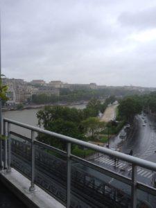 Paris bei Regen. FOTO: FISCHER